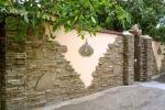 Как построить забор из натурального камня